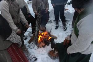 Elden ger värme till frusna fötter